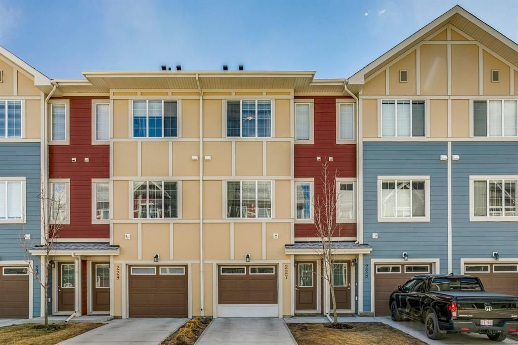 Main Photo: 227 Marquis Lane SE in Calgary: Mahogany Row/Townhouse for sale : MLS®# A1101562