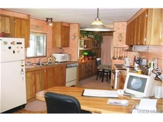 Photo 3: 9 60 Cooper Rd in : VR Glentana Manufactured Home for sale (View Royal)  : MLS®# 335575