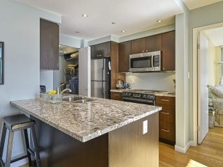 "Photo 2: 2005 1008 CAMBIE Street in Vancouver: Yaletown Condo for sale in ""WATERWORKS"" (Vancouver West)  : MLS®# R2457760"
