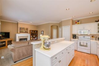 """Photo 7: 15 1881 144 Street in Surrey: Sunnyside Park Surrey Townhouse for sale in """"BRAMBLEY HEDGE"""" (South Surrey White Rock)  : MLS®# R2384004"""