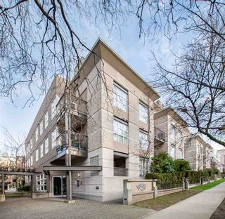 """Photo 1: 106 2161 W 12TH Avenue in Vancouver: Kitsilano Condo for sale in """"The Carlings"""" (Vancouver West)  : MLS®# R2427878"""
