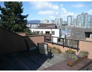 "Photo 2: 1083 SCANTLINGS BB in Vancouver: False Creek Townhouse for sale in ""MARINE MEWS"" (Vancouver West)  : MLS®# V759244"