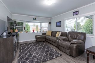 """Photo 8: 74 1840 160 Street in Surrey: King George Corridor Manufactured Home for sale in """"Breakaway Bays"""" (South Surrey White Rock)  : MLS®# R2431476"""