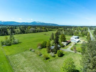 Photo 1: 6235 N Island Hwy in COURTENAY: CV Courtenay North House for sale (Comox Valley)  : MLS®# 833224
