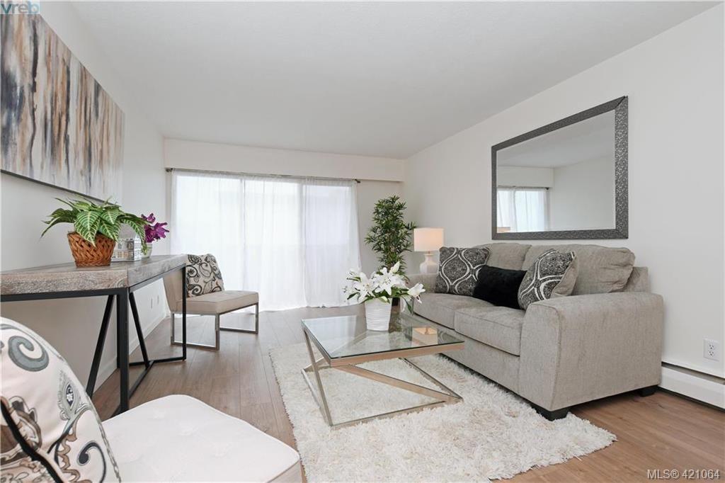 Main Photo: 426 964 Heywood Ave in VICTORIA: Vi Fairfield West Condo for sale (Victoria)  : MLS®# 833350