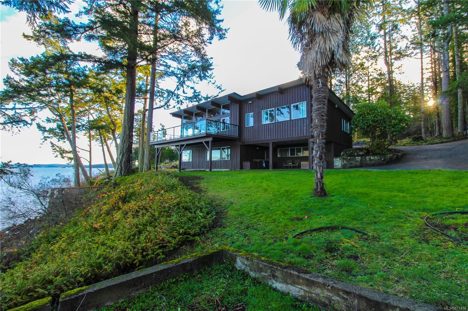 Main Photo: 750 Lands End Rd in : NS Deep Cove House for sale (North Saanich)  : MLS®# 871474