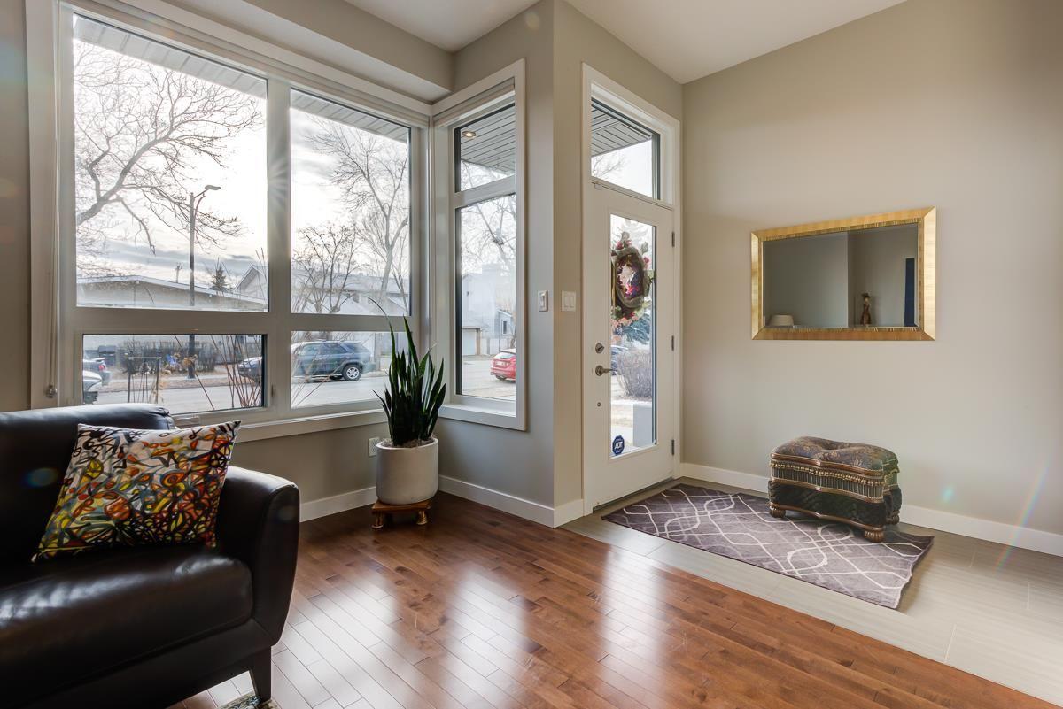 Photo 2: Photos: 11046 131 Street in Edmonton: Zone 07 House for sale : MLS®# E4235599