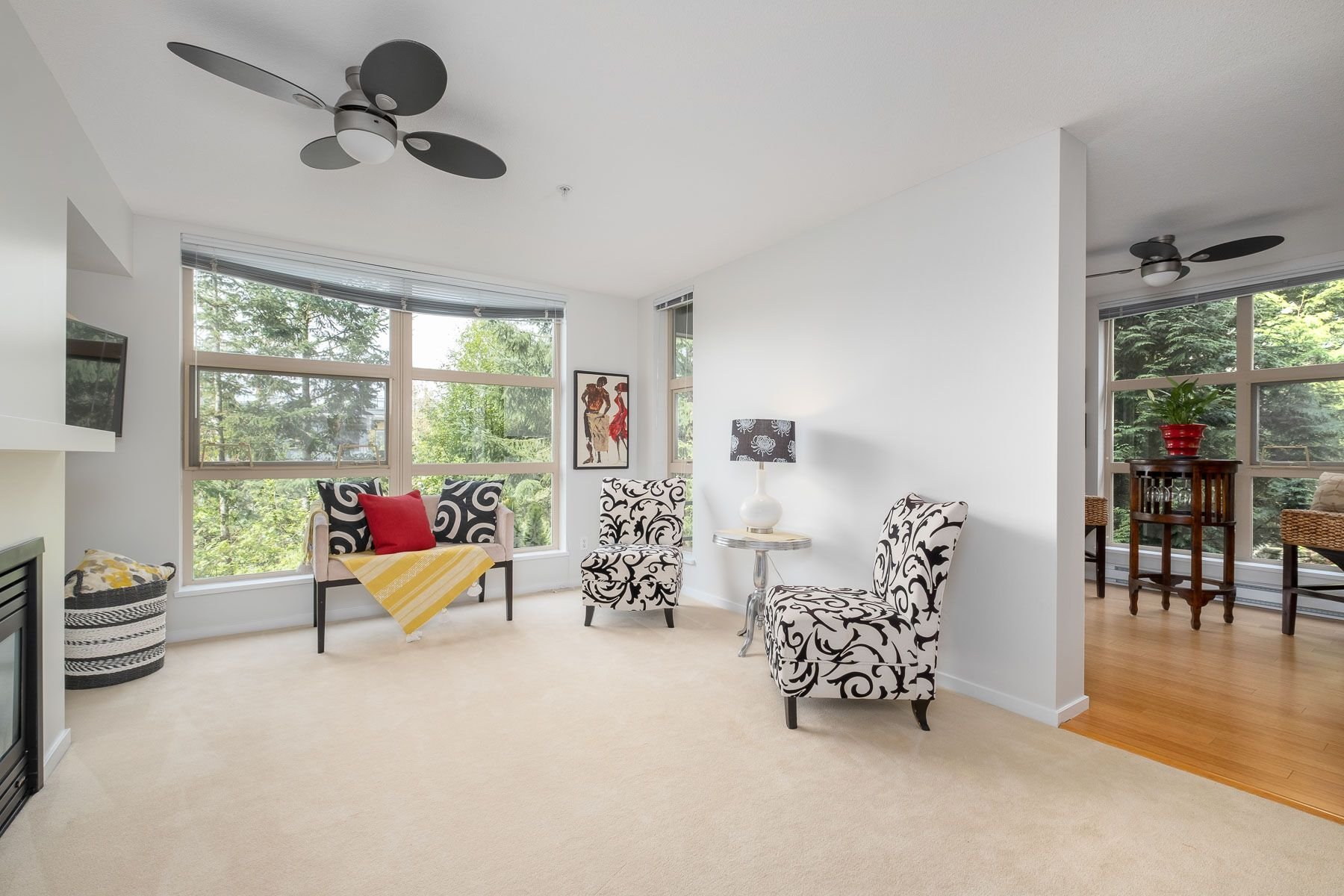 """Photo 2: Photos: 404 9339 UNIVERSITY Crescent in Burnaby: Simon Fraser Univer. Condo for sale in """"HARMONY AT THE HIGHLANDS"""" (Burnaby North)  : MLS®# R2578073"""