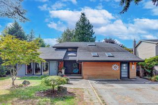 """Photo 1: 1619 133A Street in Surrey: Crescent Bch Ocean Pk. House for sale in """"AMBLE GREEN PARK"""" (South Surrey White Rock)  : MLS®# R2613366"""