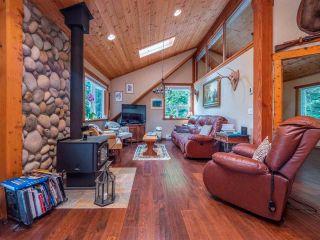 Photo 8: 5583 CARMEL Place in Sechelt: Sechelt District House for sale (Sunshine Coast)  : MLS®# R2577228