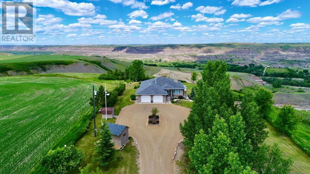 Main Photo: 750 Monarch  Hill in Drumheller: House for sale : MLS®# A1051022