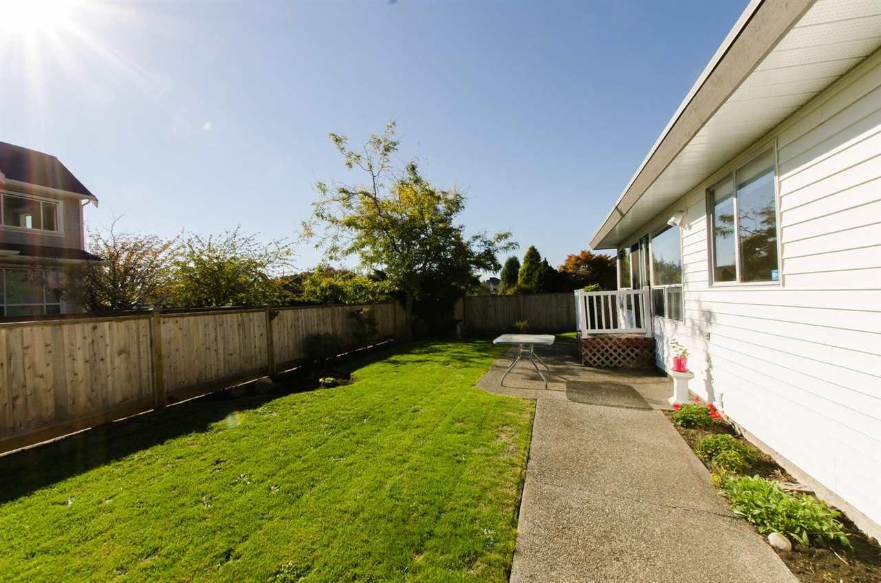 Photo 15: Photos: 14206 20 Avenue in Surrey: Sunnyside Park Surrey House for sale (South Surrey White Rock)  : MLS®# R2116136