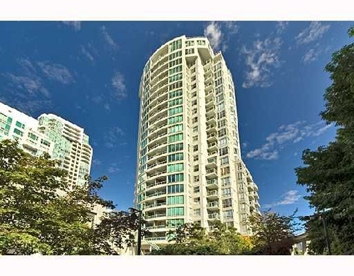 """Main Photo: PH1 1500 HOWE Street in Vancouver: False Creek North Condo for sale in """"DISCOVERY"""" (Vancouver West)  : MLS®# V677666"""