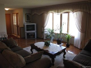Photo 4: 1286 Leila Avenue in WINNIPEG: Maples / Tyndall Park Residential for sale (North West Winnipeg)  : MLS®# 1412296