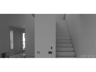 Photo 3: 142 St. Andrews St in VICTORIA: Vi James Bay Half Duplex for sale (Victoria)  : MLS®# 704091