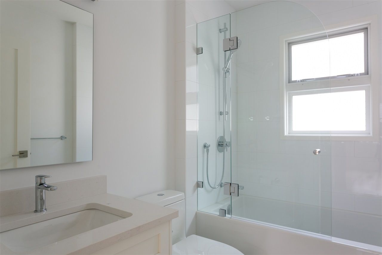 Photo 5: Photos: 5051 SHERBROOKE Street in Vancouver: Knight House for sale (Vancouver East)  : MLS®# R2516247