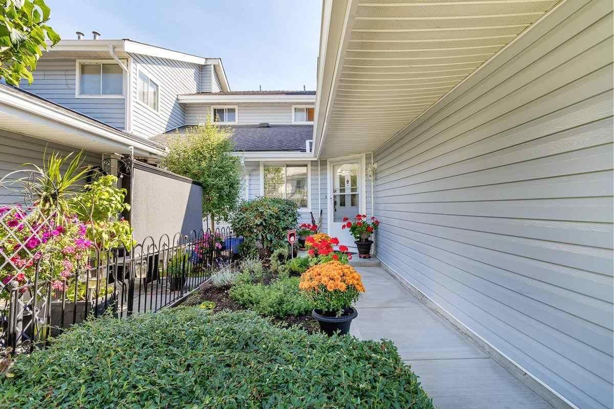 "Photo 3: Photos: 10 1190 FALCON Drive in Coquitlam: Eagle Ridge CQ Townhouse for sale in ""FALCON TERRACE"" : MLS®# R2494945"