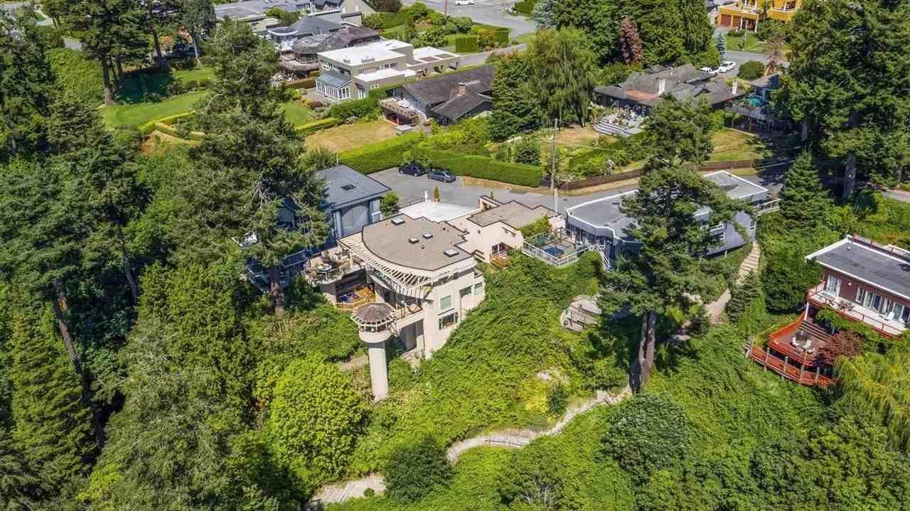 "Main Photo: 64 TSAWWASSEN BEACH Road in Delta: English Bluff House for sale in ""English Bluff"" (Tsawwassen)  : MLS®# R2623407"