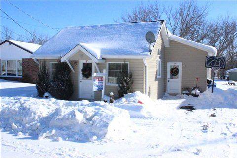 Main Photo: 15 Whiteside Street in Kawartha Lakes: Little Britain House (Bungalow) for sale : MLS®# X3104009