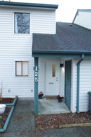 """Photo 2: 125 13714 67 Avenue in Surrey: East Newton Townhouse for sale in """"HYLAND CREEK"""" : MLS®# R2140065"""