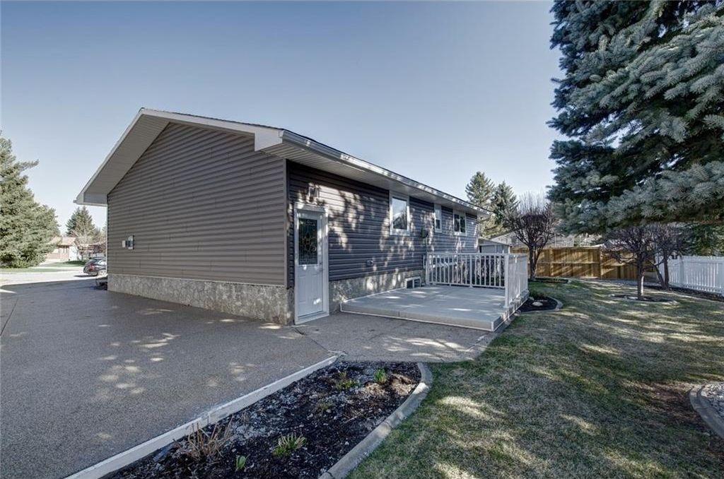 Photo 45: Photos: 210 OAKMOOR Place SW in Calgary: Oakridge House for sale : MLS®# C4111441