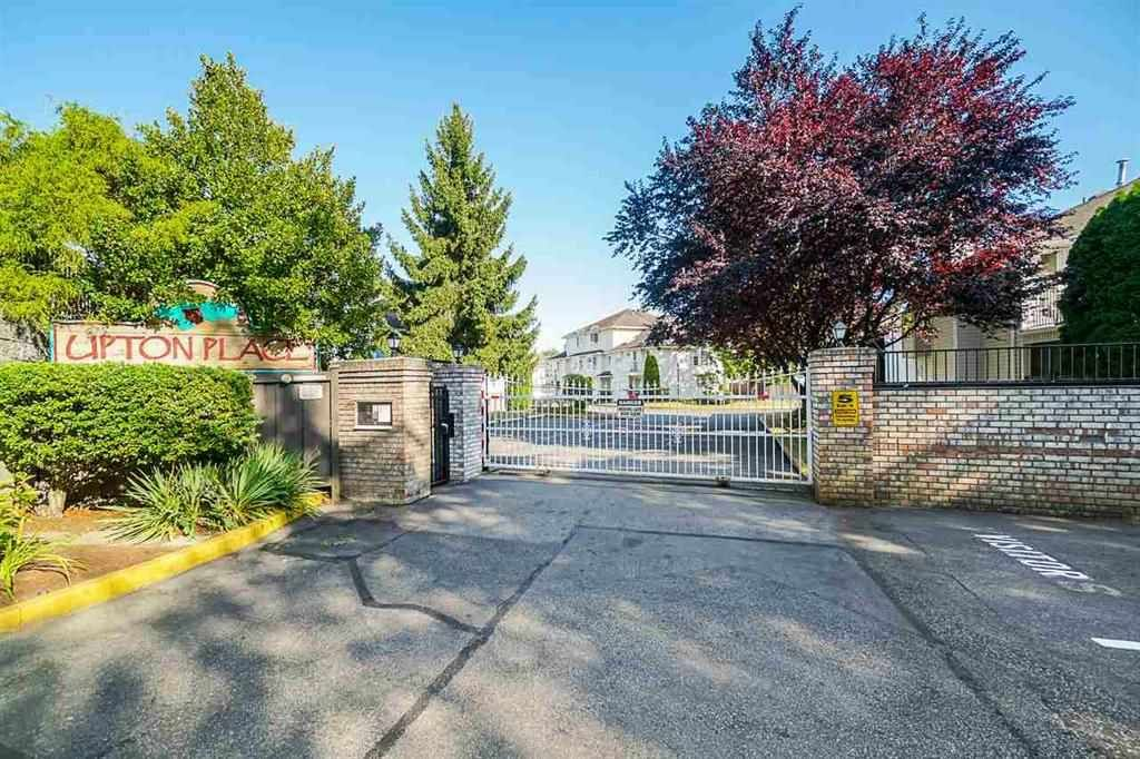 Main Photo: 1 13958 72 Avenue in Surrey: East Newton Townhouse for sale : MLS®# R2558100