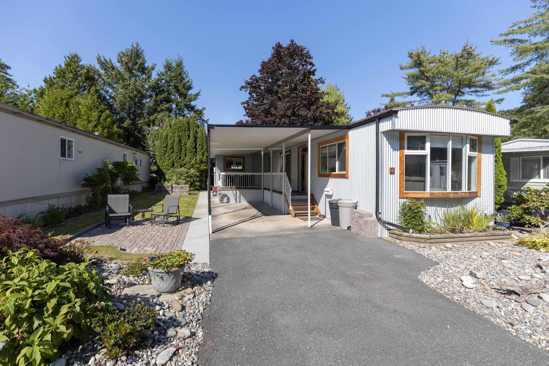 "Main Photo: 71 7850 KING GEORGE Boulevard in Surrey: East Newton Manufactured Home for sale in ""Bear Creek Glen"" : MLS®# R2614023"