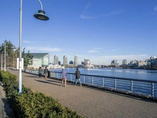 """Photo 22: 1705 33 SMITHE Street in Vancouver: Yaletown Condo for sale in """"COOPERS LOOKOUT"""" (Vancouver West)  : MLS®# R2129827"""