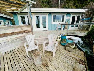 "Photo 17: 2028 OCEAN BEACH Esplanade in Gibsons: Roberts Creek House for sale in ""WHITAKER BEACH"" (Sunshine Coast)  : MLS®# R2546949"