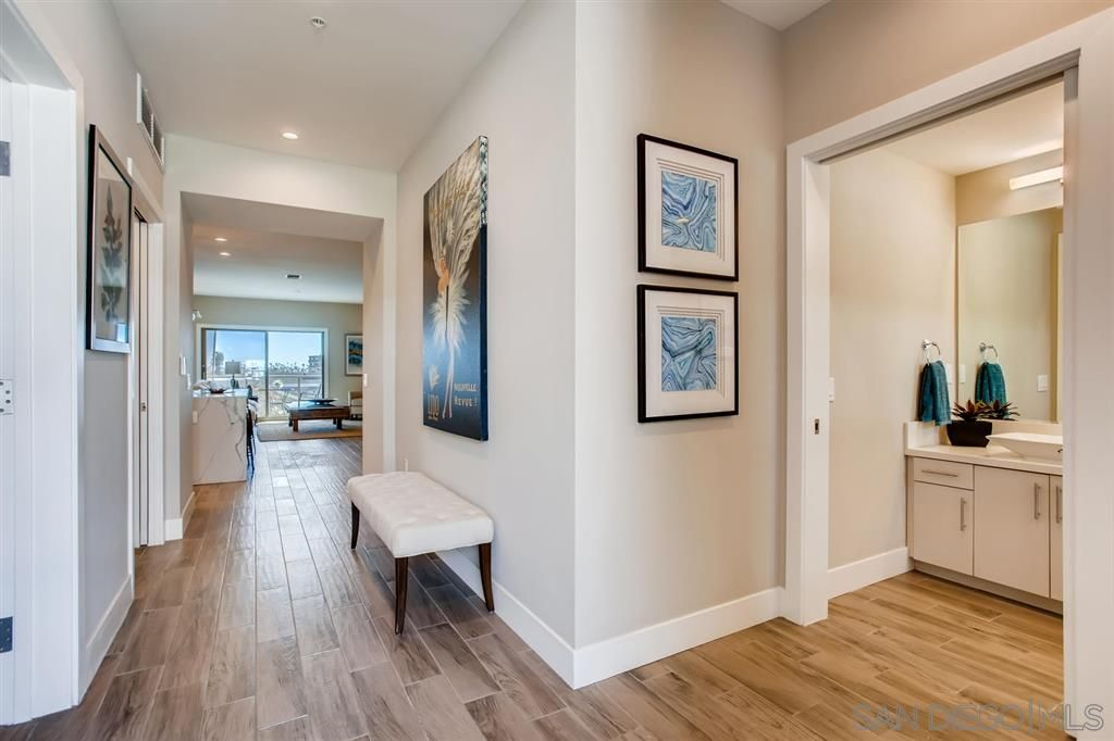 Photo 2: Photos: Condo for sale : 3 bedrooms : 3025 Byron St in San Diego