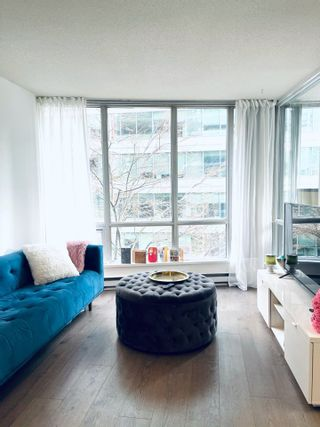 """Photo 1: 908 1166 MELVILLE Street in Vancouver: Coal Harbour Condo for sale in """"ORCA PLACE"""" (Vancouver West)  : MLS®# R2553415"""