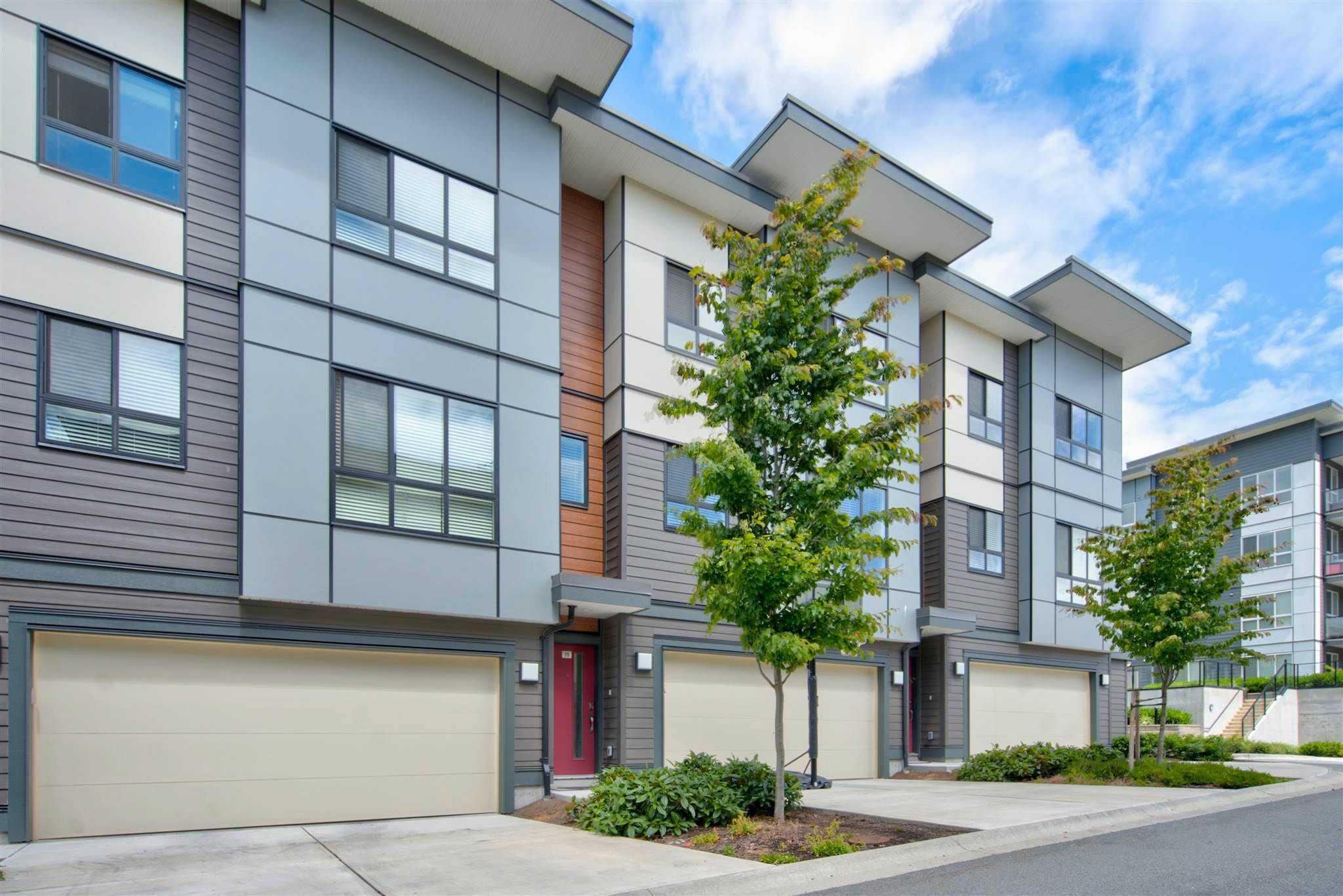Main Photo: 20 1938 NORTH PARALLEL Road in Abbotsford: Abbotsford East Townhouse for sale : MLS®# R2604253
