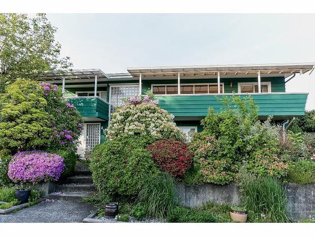 """Main Photo: 835 JACKSON Crescent in New Westminster: The Heights NW House for sale in """"MASSEY HEIGHTS"""" : MLS®# V1065914"""