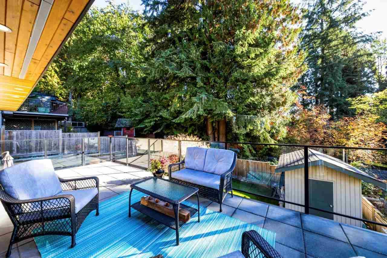 Main Photo: 992 FREDERICK PLACE in North Vancouver: Lynn Valley House for sale : MLS®# R2353746