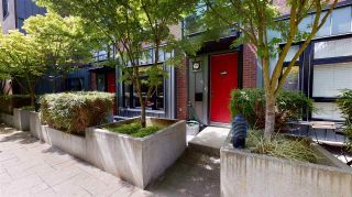 """Photo 1: 2779 GUELPH Street in Vancouver: Mount Pleasant VE Townhouse for sale in """"The Block"""" (Vancouver East)  : MLS®# R2579018"""