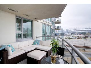"""Photo 9: 901 120 MILROSS Avenue in Vancouver: Mount Pleasant VE Condo for sale in """"THE BRIGHTON"""" (Vancouver East)  : MLS®# V976401"""
