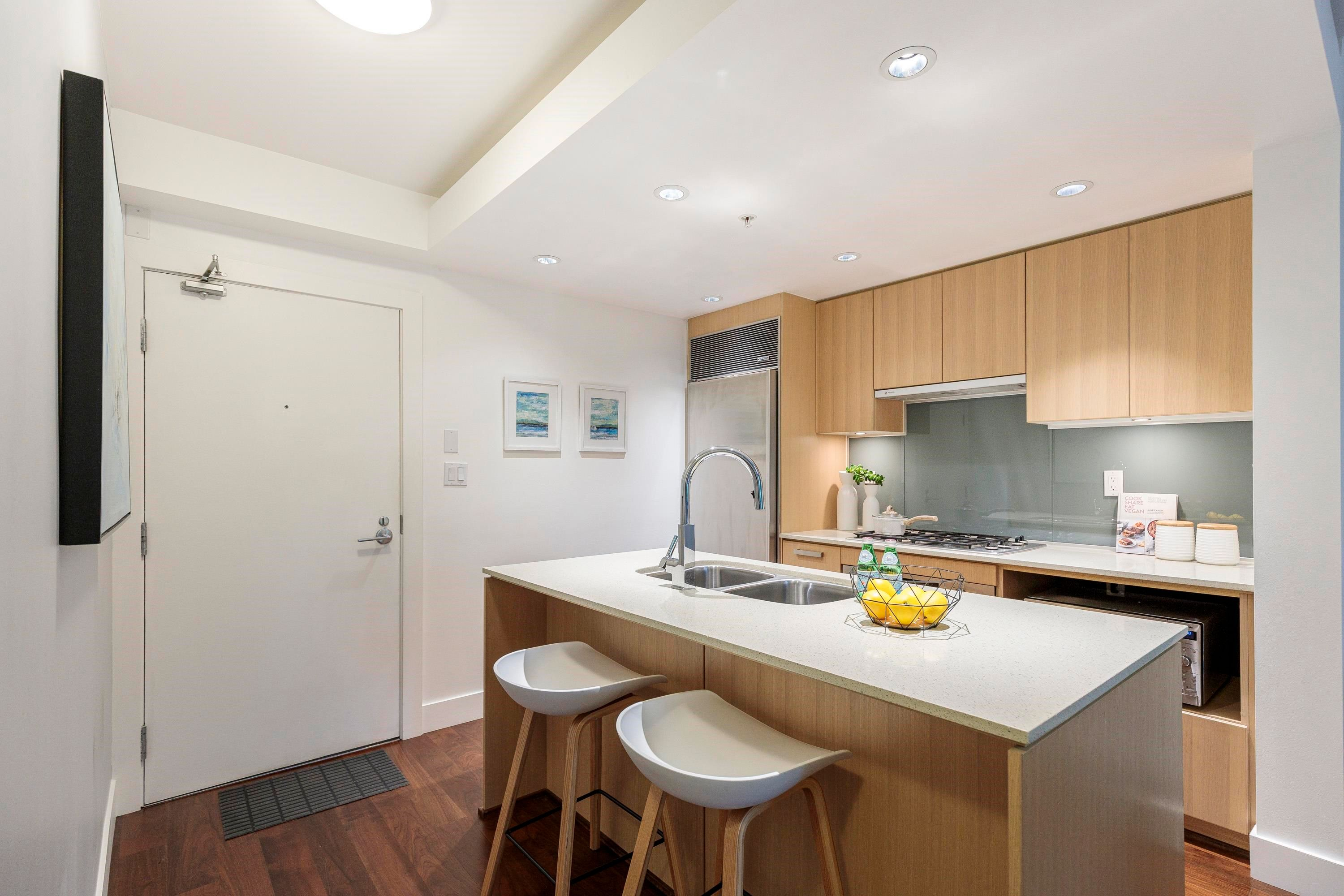 """Main Photo: 305 1675 W 8TH Avenue in Vancouver: Fairview VW Condo for sale in """"Camera"""" (Vancouver West)  : MLS®# R2617696"""