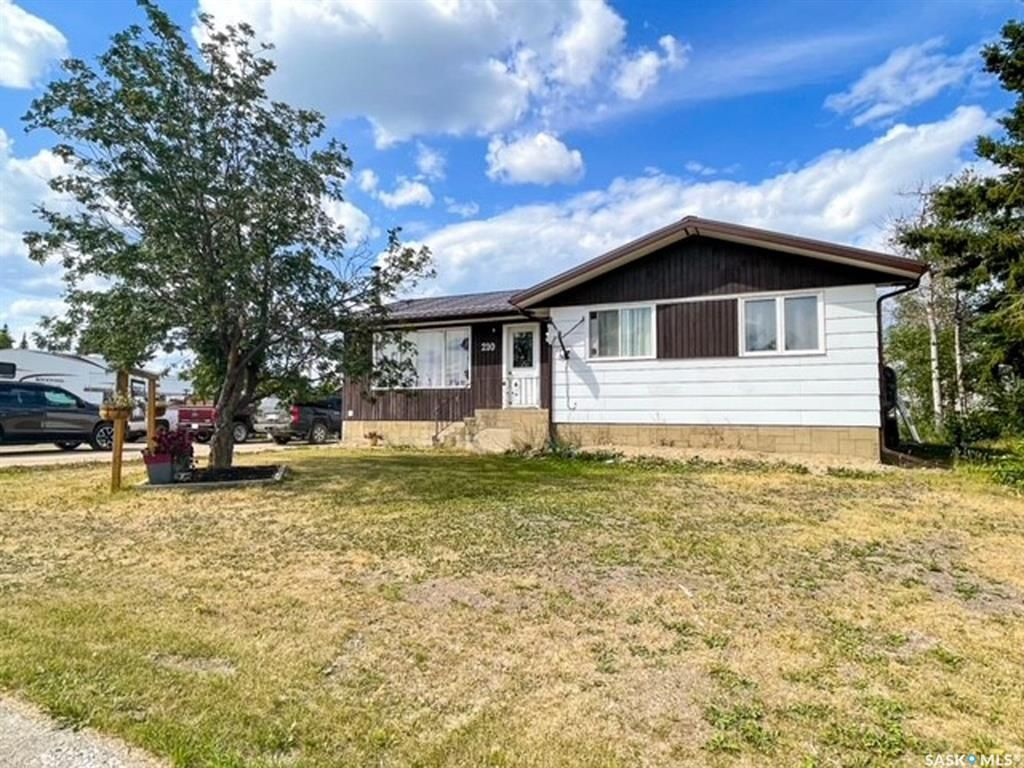 Main Photo: 210 Main Street East in Dorintosh: Residential for sale : MLS®# SK864921