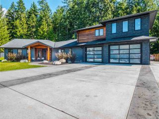 Photo 1: 5324 STAMFORD Place in Sechelt: Sechelt District House for sale (Sunshine Coast)  : MLS®# R2564542