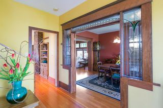 Photo 3: 906 E 20TH Avenue in Vancouver: Fraser VE House for sale (Vancouver East)  : MLS®# R2354669