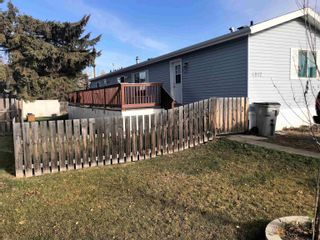 Main Photo: 4812 52 Ave: Wildwood Manufactured Home for sale : MLS®# E4267032