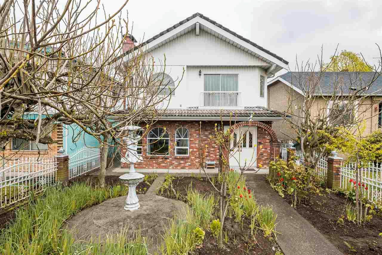 Photo 2: Photos: 5984 E VICTORIA Drive in Vancouver: Killarney VE House for sale (Vancouver East)  : MLS®# R2571656