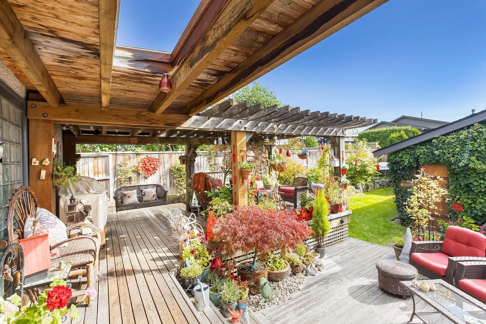 Main Photo: 275 W ST. JAMES Road in North Vancouver: Upper Lonsdale House for sale : MLS®# R2623154
