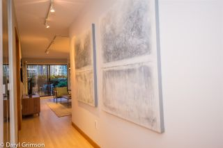 "Photo 6: 1006 IRONWORK PASSAGE in Vancouver: False Creek Townhouse for sale in ""Marine Mews"" (Vancouver West)  : MLS®# R2420267"
