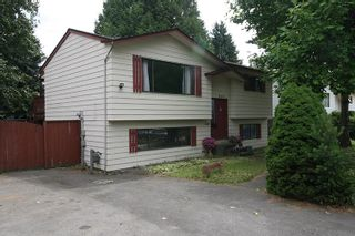 Photo 1: 8666 AUGUST Drive in Surrey: Fleetwood Tynehead House for sale : MLS®# R2382819