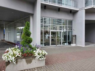 """Photo 1: 401 13618 100 Avenue in Surrey: Whalley Condo for sale in """"INFINITY TOWERS"""" (North Surrey)  : MLS®# R2501888"""