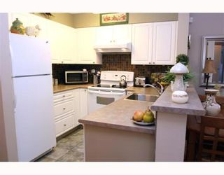 """Photo 7: 405 1363 56TH Street in Tsawwassen: Cliff Drive Condo for sale in """"WINDSOR WOODS"""" : MLS®# V767656"""