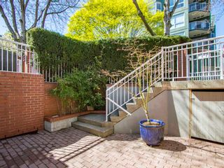 """Photo 26: 1585 MARINER Walk in Vancouver: False Creek Townhouse for sale in """"LAGOONS"""" (Vancouver West)  : MLS®# R2158122"""
