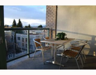 """Photo 9: 404 1688 CYPRESS Street in Vancouver: Kitsilano Condo for sale in """"YORKVILLE SOUTH"""" (Vancouver West)  : MLS®# V797521"""