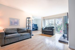 "Photo 2: 13 3220 ROSEMONT Drive in Vancouver: Champlain Heights Townhouse for sale in ""ASPENWOOD 2"" (Vancouver East)  : MLS®# R2358637"